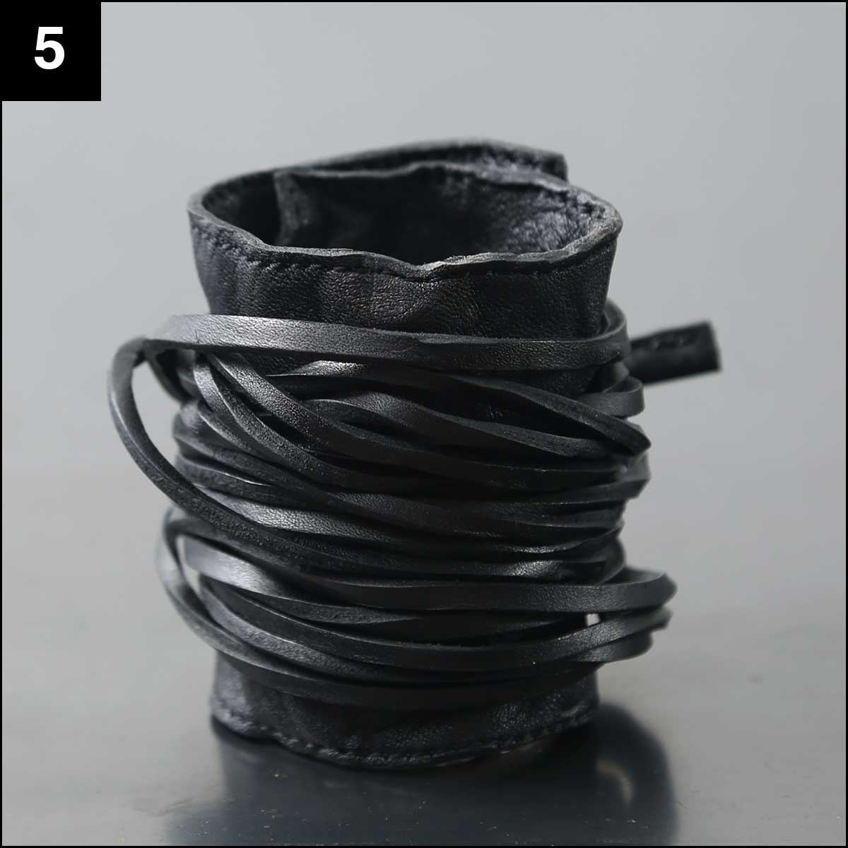 Julia Fom_LEATHER STRING STRAP BANGLE SE2_L_BLACK