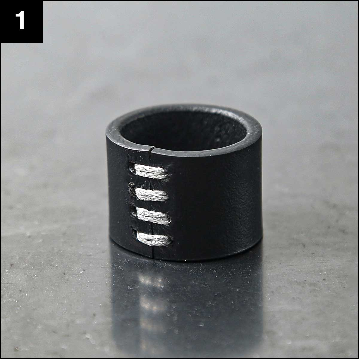 Aumorfia_SILVER STITCHED LEATHER RING